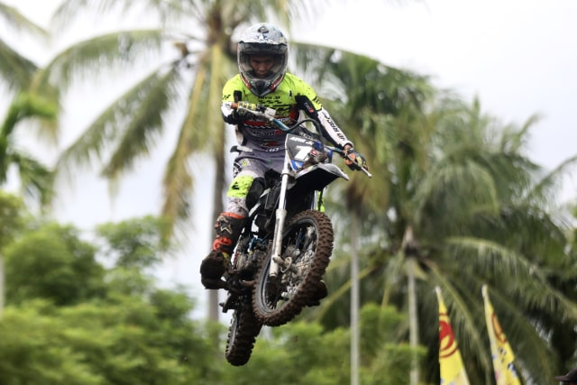 Foto: Aksi Pebalap Kejuaraan Nasional 'Grasstrack' di Sabang, Aceh (90085)