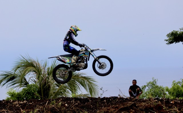 Foto: Aksi Pebalap Kejuaraan Nasional 'Grasstrack' di Sabang, Aceh (90087)