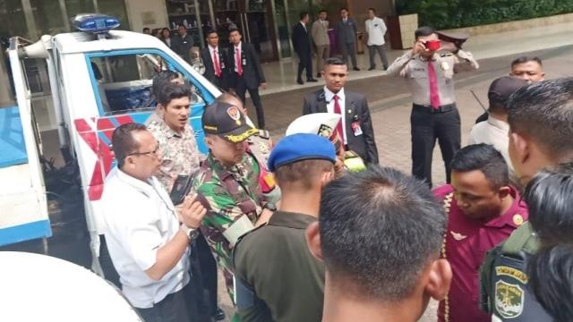 Polisi Temukan Undangan Pelantikan Jokowi di Mobil B 1 RI (92208)