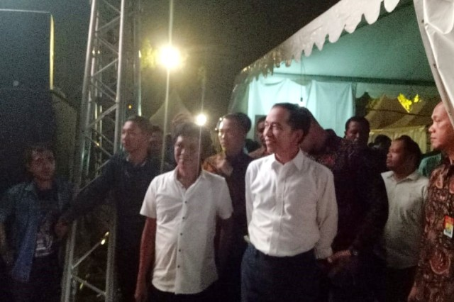 Adian Napitupulu Dampingi Jokowi Datangi Konser 'Musik untuk Republik' (304805)