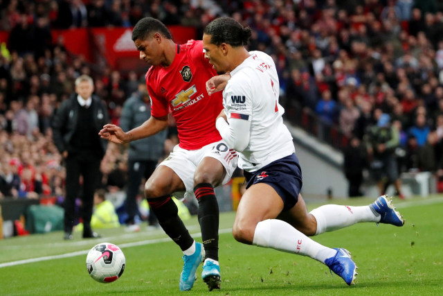 Pertandingan Manchester United vs Liverpool di Old Trafford, Manchester, Inggris