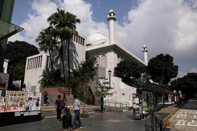 Foto: Kena Meriam Air Polisi, Masjid Kowloon di Hong Kong Dibersihkan (747170)