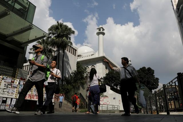 Foto: Kena Meriam Air Polisi, Masjid Kowloon di Hong Kong Dibersihkan (747171)