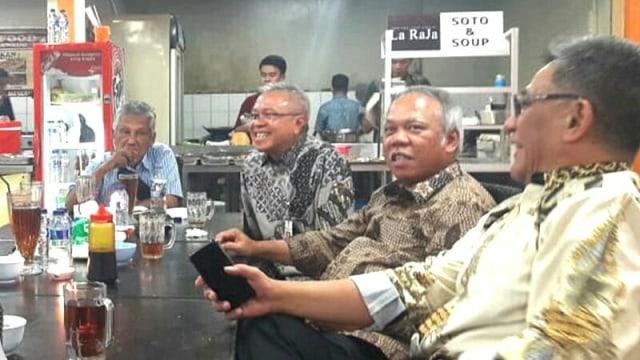 Menteri PUPR Basuki Hadimuljono, makan siang bersama jajarannya di Kantin Kementerian PUPR