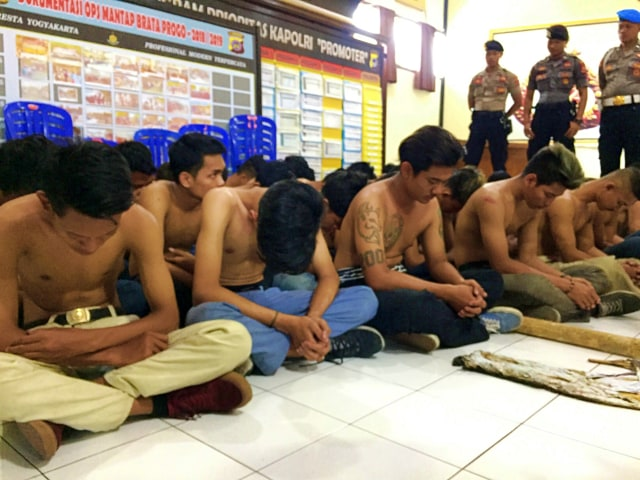 Sultan: Kalau Ricuh, Tak Usah Ada Sepak Bola di Yogyakarta  (99740)