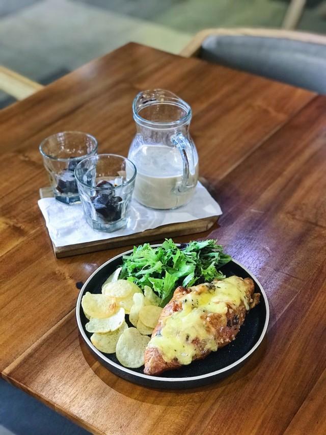 Suntuk di Kantor? Ini 7 Rekomendasi Kafe untuk Meeting di Luar (4198)
