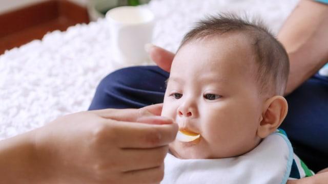 Tahap Perkembangan Bayi yang Perlu Dipahami saat Beri MPASI (37598)