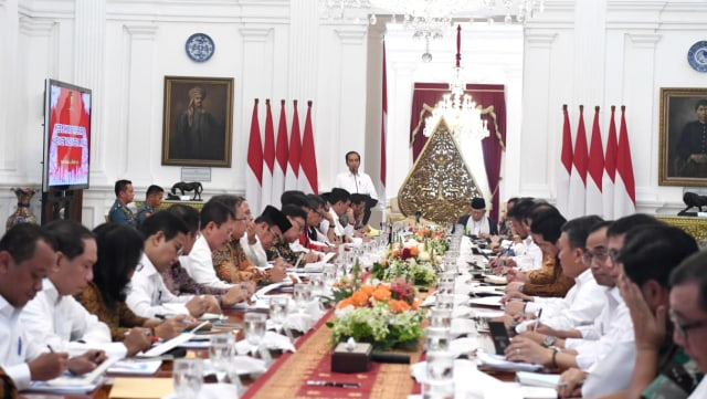 Sidang kabinet paripurna perdana