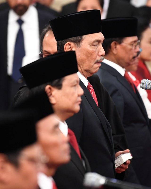 Momen Para Menteri Diambil Sumpah dengan Kitab Suci (338611)