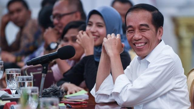 Jokowi berdialog dengan wartawan kepresidenan