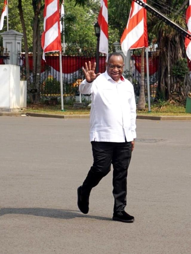 Jokowi Tunjuk Kader PDIP Wempi Wetipo Jadi Wamen PUPR (278635)