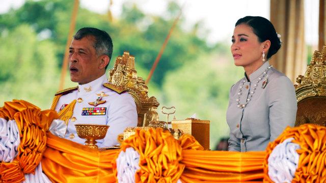 Bikin Tercengang, Ini 5 Kelakuan Nyeleneh Raja Thailand Maha Vajiralongkorn (2)