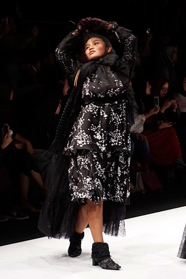 Meldi Kena Nyinyir Netizen Saat Tampil di Jakarta Fashion Week 2020 (21956)
