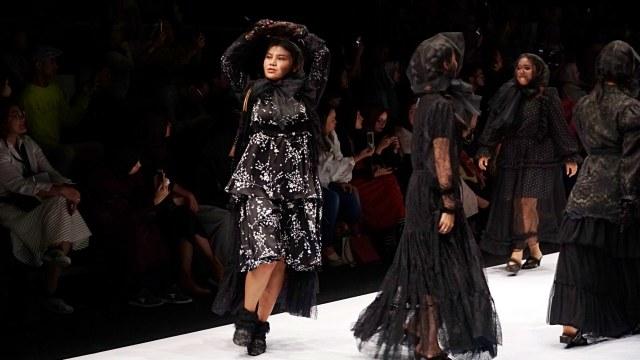 Meldi Kena Nyinyir Netizen Saat Tampil di Jakarta Fashion Week 2020 (21958)