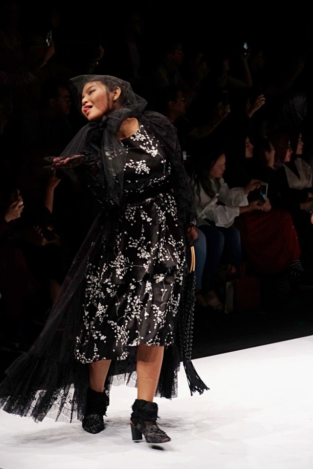 Meldi Kena Nyinyir Netizen Saat Tampil di Jakarta Fashion Week 2020 (21959)