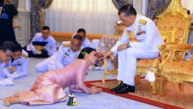 Raja Maha Vajiralongkorn dan Ratu Suthida