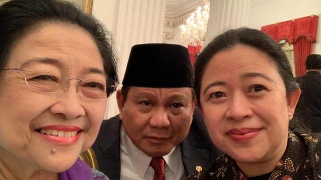 Aksi Selfie Megawati, Prabowo, dan Puan di Istana (493657)