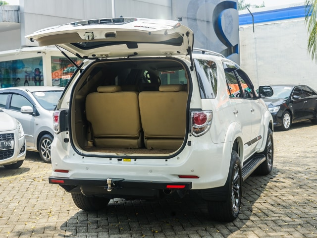Toyota Fortuner Bekas: Solusi Murah untuk 'Naik Kelas' (89195)