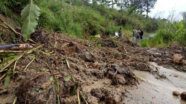Curah Hujan Tinggi di Aceh, Jalan di Bener Meriah Tertimpa