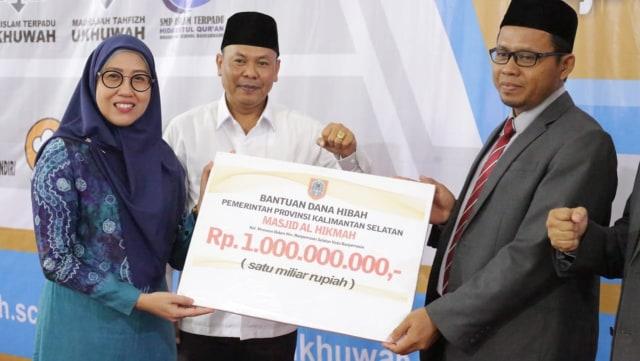 Yayasan Ukhuwah Dikado Gubernur Kalsel Rp 1 Miliar (8853)
