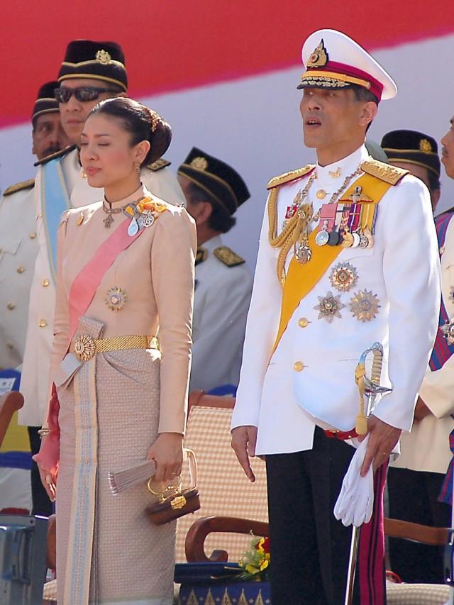 Kisah Cinta Penuh Skandal Raja Thailand dengan 5 Wanita (168023)