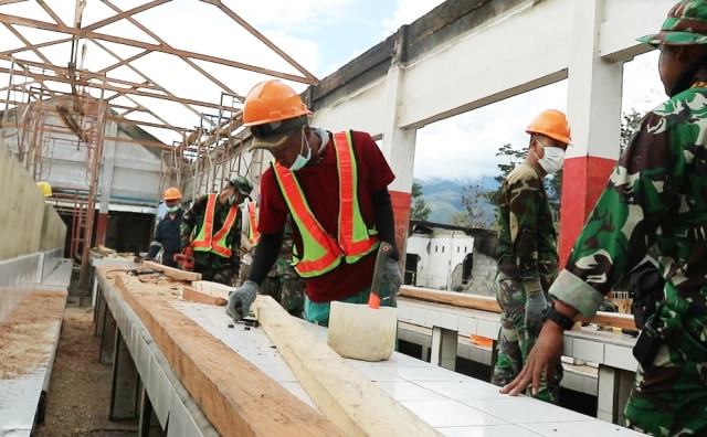 Pembangunan kembali los-los Pasar Waouma di Kabupaten Jayawijaya pasca rusuh-Foto Stefanus.jpg