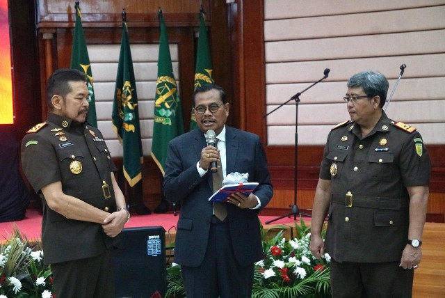 Foto: Serah Terima Jabatan Jaksa Agung dari Prasetyo ke ST Burhanuddin (59267)