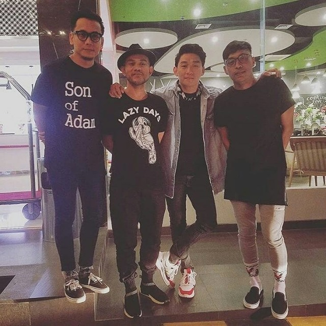 SQUARE, Grup Band Seventeen