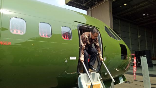 Seremonial pengiriman 1 pesawat terbang CN235-220 Military Transport buatan PT Dirgantara Indonesia atau PTDI dari Bandung Indonesia ke Nepal