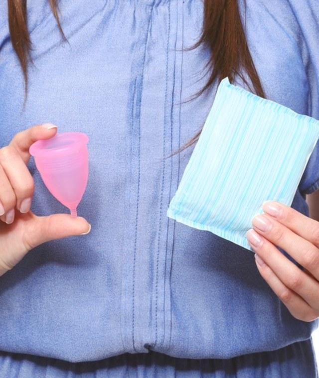 Lebih Baik Mana, Pakai Pembalut atau Menstrual Cup saat Haid? (243740)