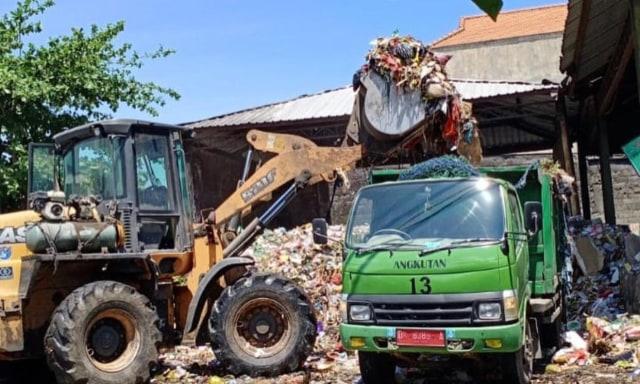 TPA Suwung Normal, DLHK Denpasar Kerahkan Truk Pengangkut Sampah (122243)