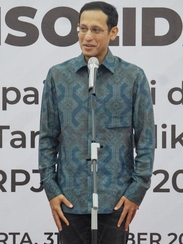 Eggi Sudjana Kritik Jokowi: Mendikbud Pengusaha, Tak Paham Hidup Susah (1212011)