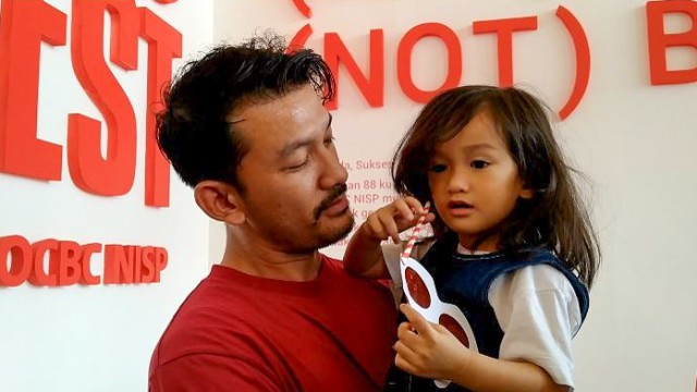 Rio Dewanto mengajak anaknya, Salma Jihane Putri Dewanto