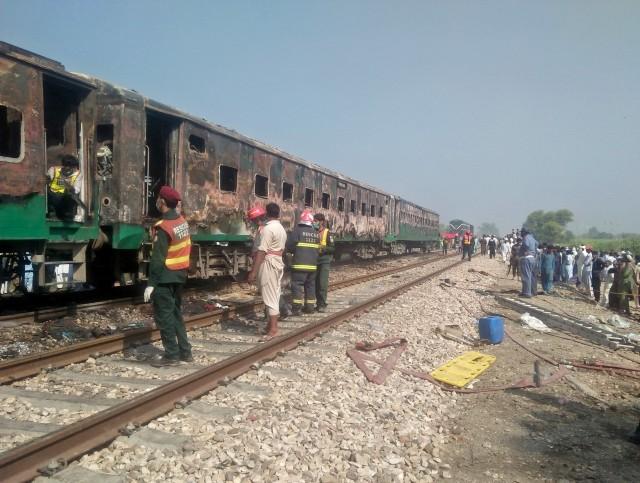 Foto: Api Membakar Gerbong Kereta di Pakistan (259191)