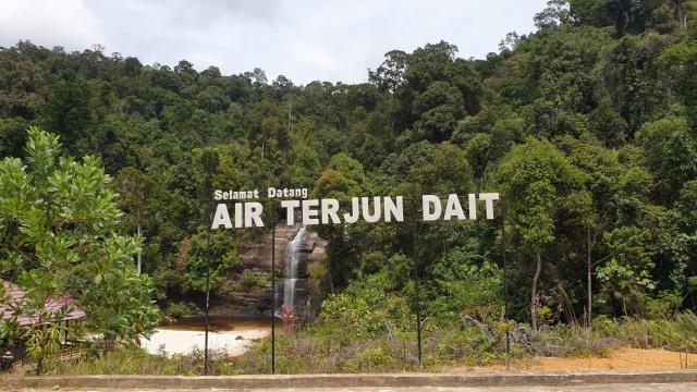 Riam Dait, Air Terjun Tujuh Tingkat dengan Keindahan Pasir Putih (301427)