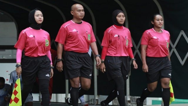 Sherly Wasit Perempuan Pertama dari Riau3.jpg