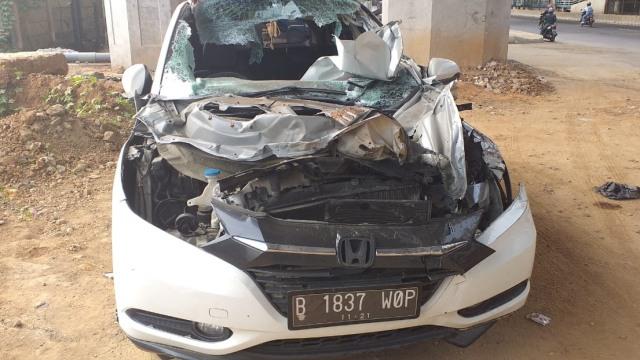 Mobil milik arits Dylan Carr setelah menabrak truk di tol JORR,