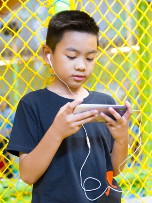 7 Dampak Buruk Kecanduan Gadget pada Tumbuh Kembang Anak (461373)