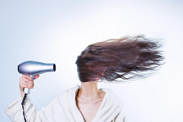 5 Kebiasaan Sehari Hari Yang Bisa Menyebabkan Rambut Rontok Kumparan Com