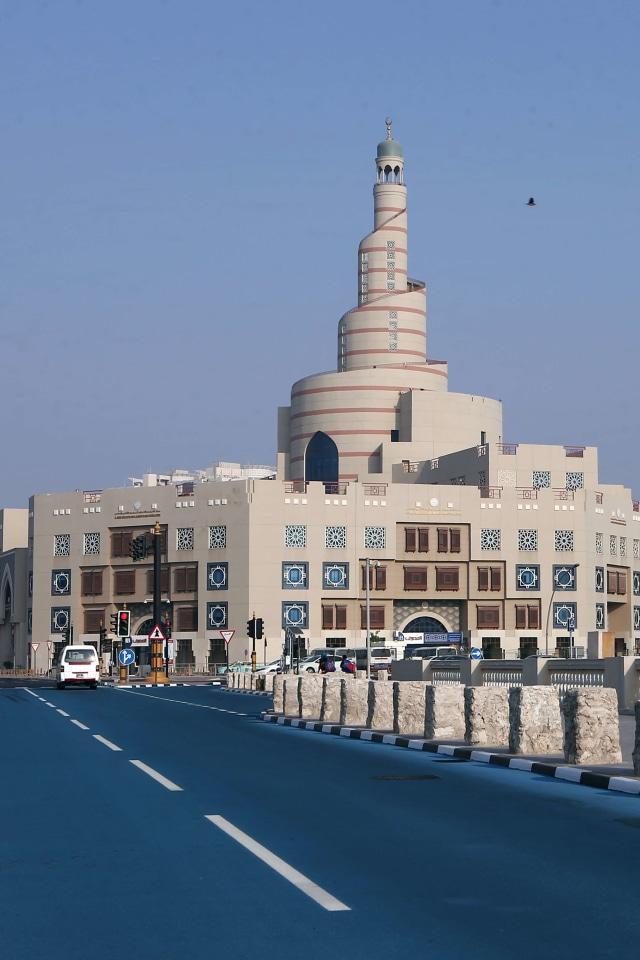 (POTRAIT) Jalan Warna Biru di Qatar, Pendingin Qatar