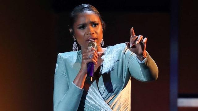 Melihat Jennifer Hudson Menjelma Menjadi 'Ratu Soul' Aretha Franklin (303190)