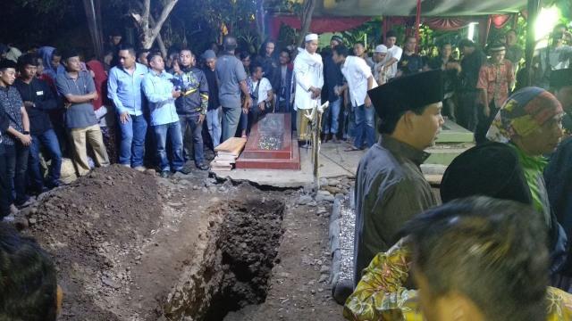 Tiba di Tasikmalaya, Jenazah Afridza Munandar Langsung Dimakamkan (12017)