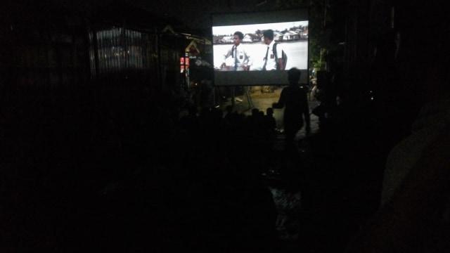 Lewat Layar Tancap, Film Lokal Kalsel Ditonton Keliling Kampung (224451)