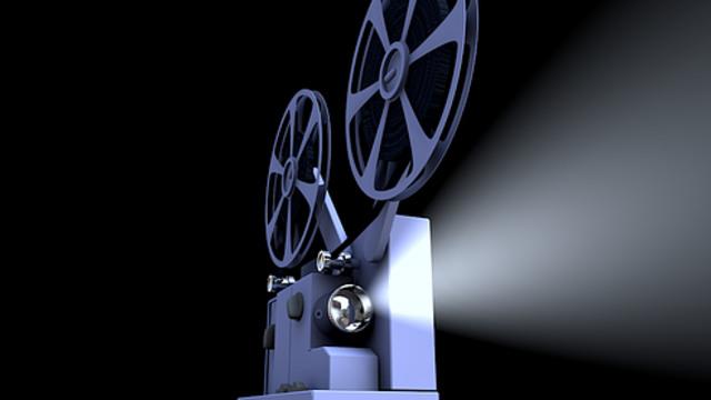 Lewat Layar Tancap, Film Lokal Kalsel Ditonton Keliling Kampung (224452)