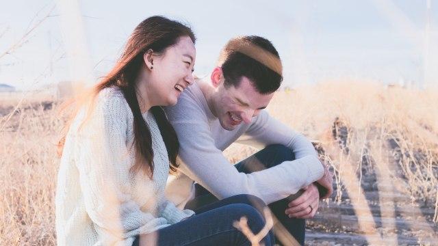 Studi: Sering Bercanda sama Pacar Bikin Hubungan Awet (233958)