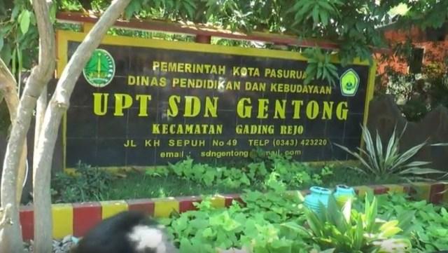 Atap SDN Gentong, Pasuruan Kota Ambruk