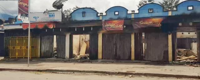 ruko yang dibakar di Wamena_BumiPapua_Tarsi.jpeg