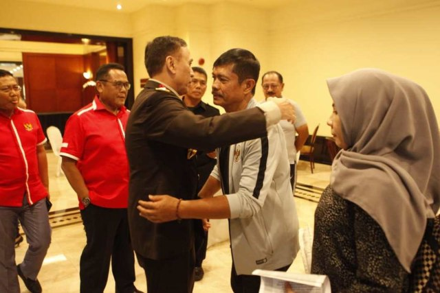 Ketum PSSI, Mochamad Iriawan, pelatih Timnas U-23, Indra Sjafri