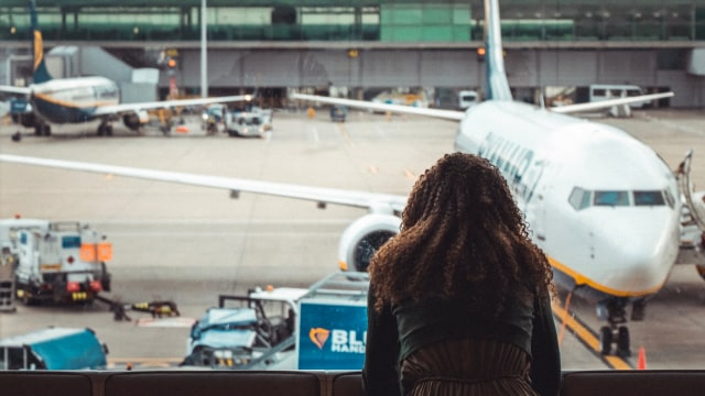 Ilustrasi penumpang pesawat kecewa