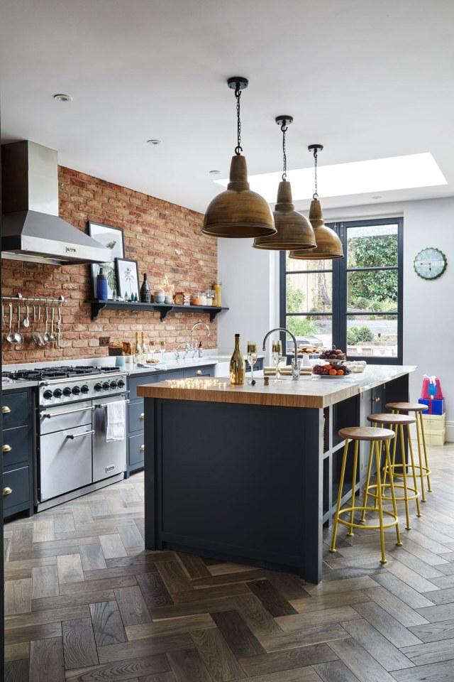 Desain Dapur Merah Hitam  5 inspirasi desain kitchen set dari monokrom sampai shabby